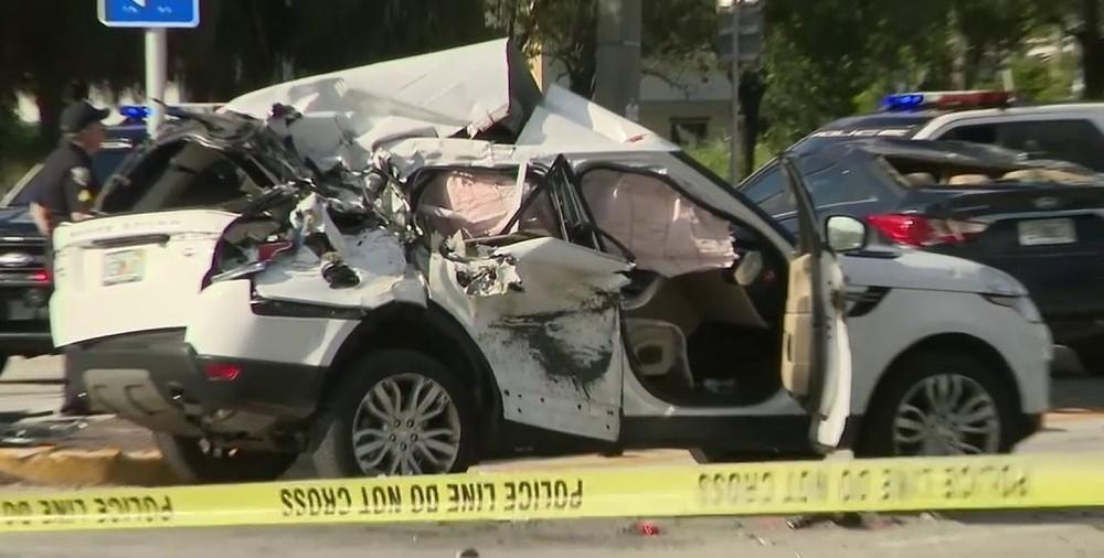 Chiếc Jaguar E-Pace bẹp dúm sau vụ tai nạn