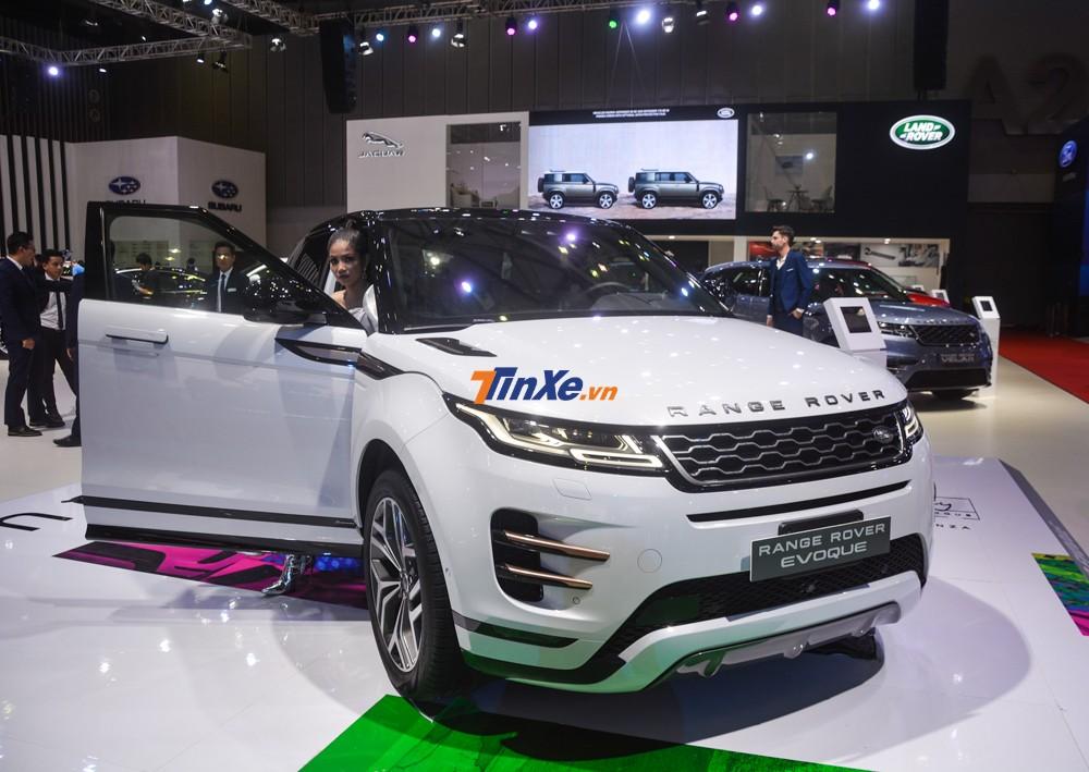 Chiếc Range Rover Evoque 2020 trưng bày tại triển lãm ô tô Việt Nam 2019 còn thuộc phiên bản First Edition.