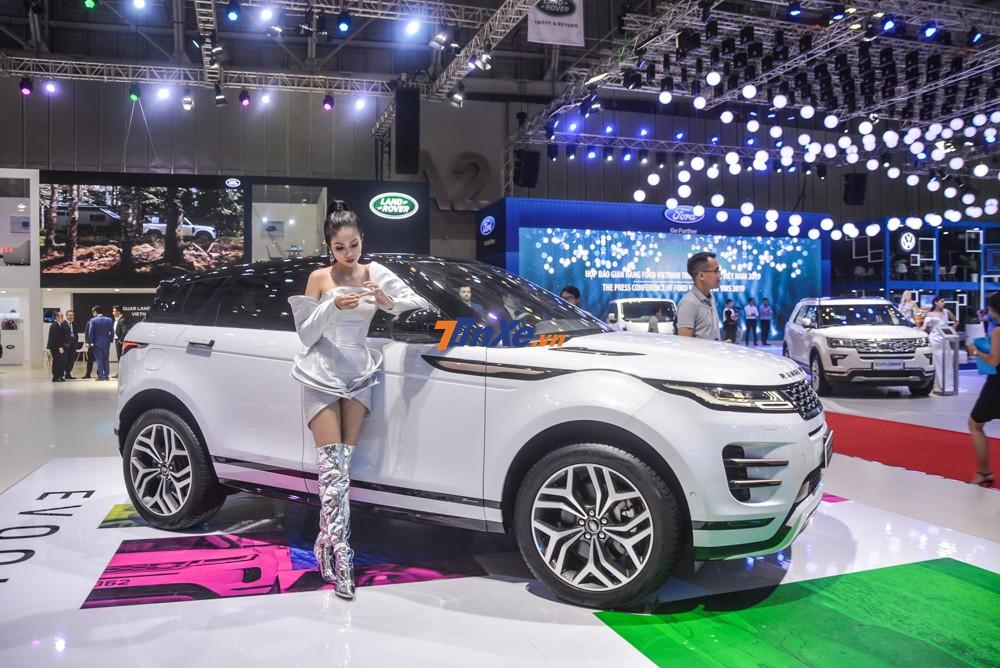Tiết lộ từ trước đó của hãng Jaguar Land Rover Việt Nam cho hay chỉ có đúng 5 chiếc Range Rover Evoque First Edition 2020 được phân phối chính hãng trong nước và một chiếc đã có người mua đến từ miền Trung