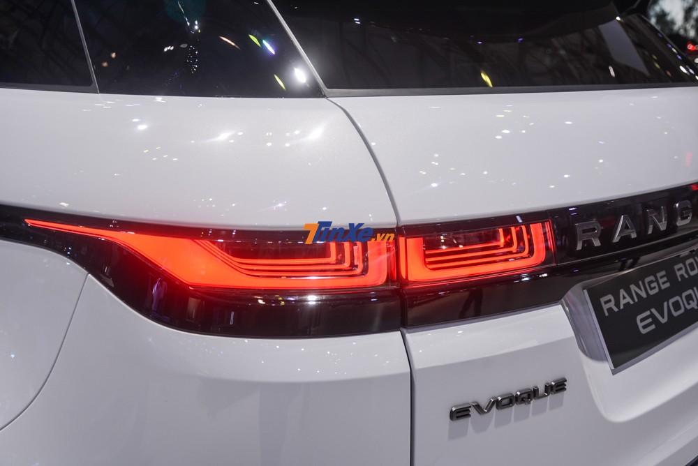Cụm đèn hậu LED của Range Rover Evoque 2020 mỏng hơn và gây sự chú ý nhiều hơn so với thế hệ đầu tiên