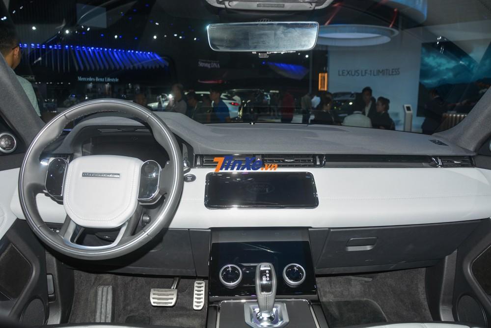không gian nội thất của Range Rover Evoque thế hệ thứ 2 cũng lấy cảm hứng từ Range Rover Velar mang đến dáng vẻ sang trọng hơn