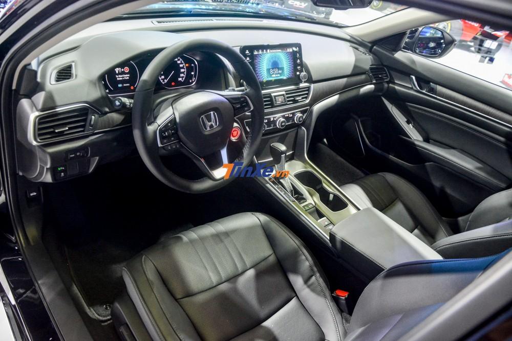 Nội thất của Honda Accord 2019 hiện đại và trẻ trung hơn Toyota Camry