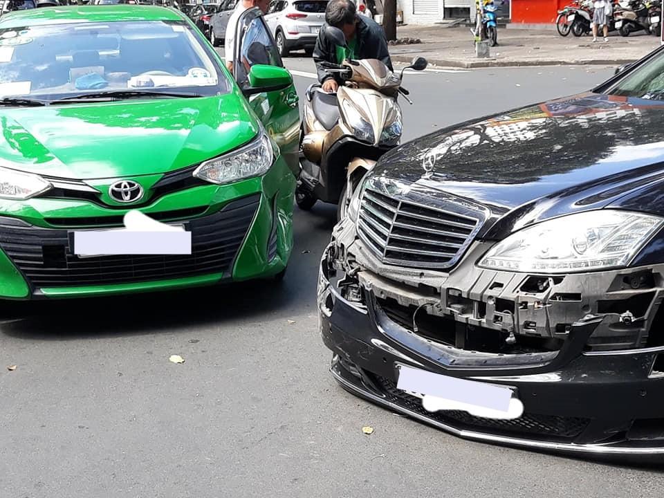 Thiệt hại của chiếc xe sang Mercedes-Benz S-Class đời cũ khá nặng