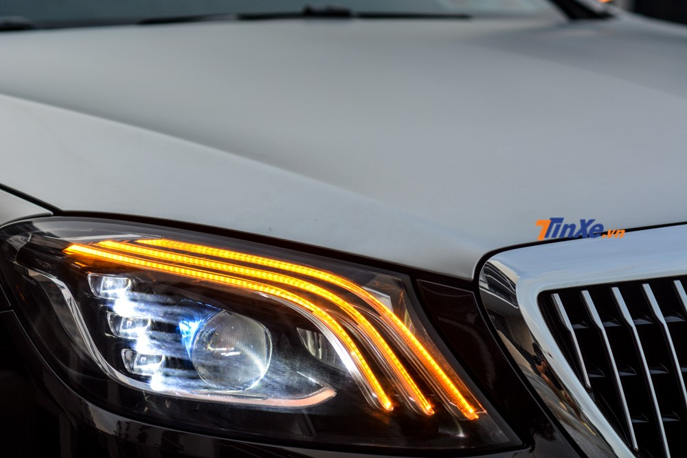 The lighting system of the 2013 Mercedes-Benz S500 has also been replaced by the 2019 Mercedes-Maybach version