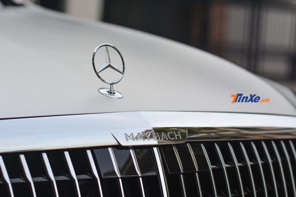 The all-new grille on the Mercedes-Maybach 2019 super luxury car consists of 25 vertical bars formed together