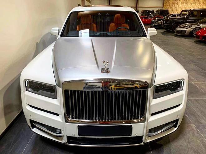 Rolls-Royce Cullinan có giá chính hãng hơn 32 tỷ đồng