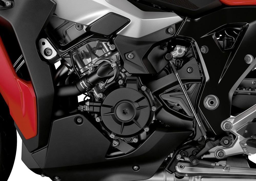 Khối động cơ 4 xylanh trên BMW S1000XR 2020 được tích hợp công nghệ ShiftCam