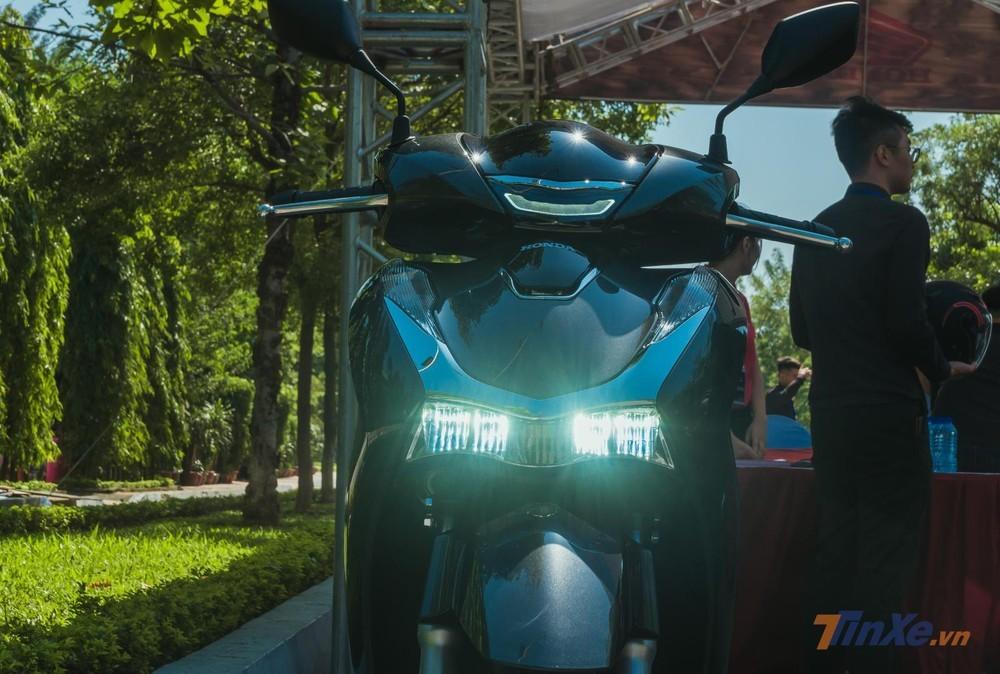 Đèn pha và đèn định vị LED mới trên Honda SH 2020