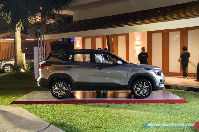 Kia Seltos 2020 có kích thước lớn hơn một chút so với Hyundai Kona