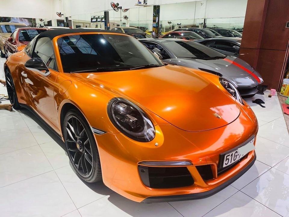 Porsche 911 Targa 4 GTS độc nhất Việt Nam diện áo mới màu cam