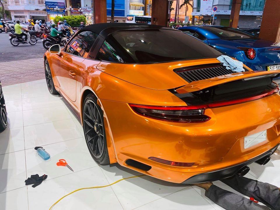 Chiếc xe này từng được chào bán 10 tỷ đồng, mức giá này đã bao gồm ra biển trắng
