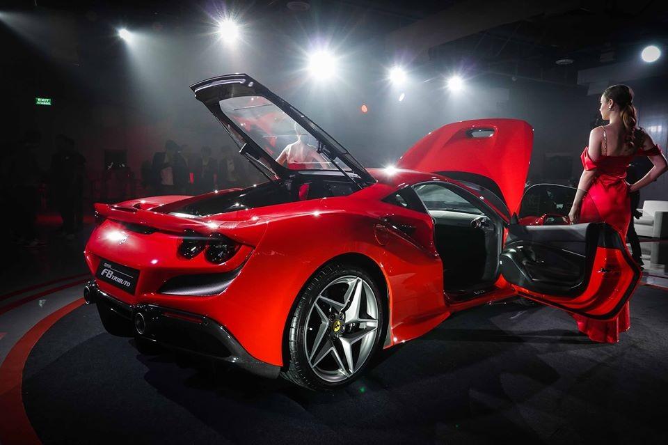Vẻ đẹp của siêu xe Ferrari F8 Tributo