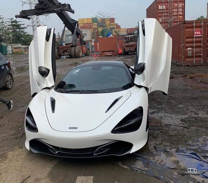 Đúng hẹn, siêu xe mui trần McLaren 720S Spider đầu tiên đã về Việt Nam