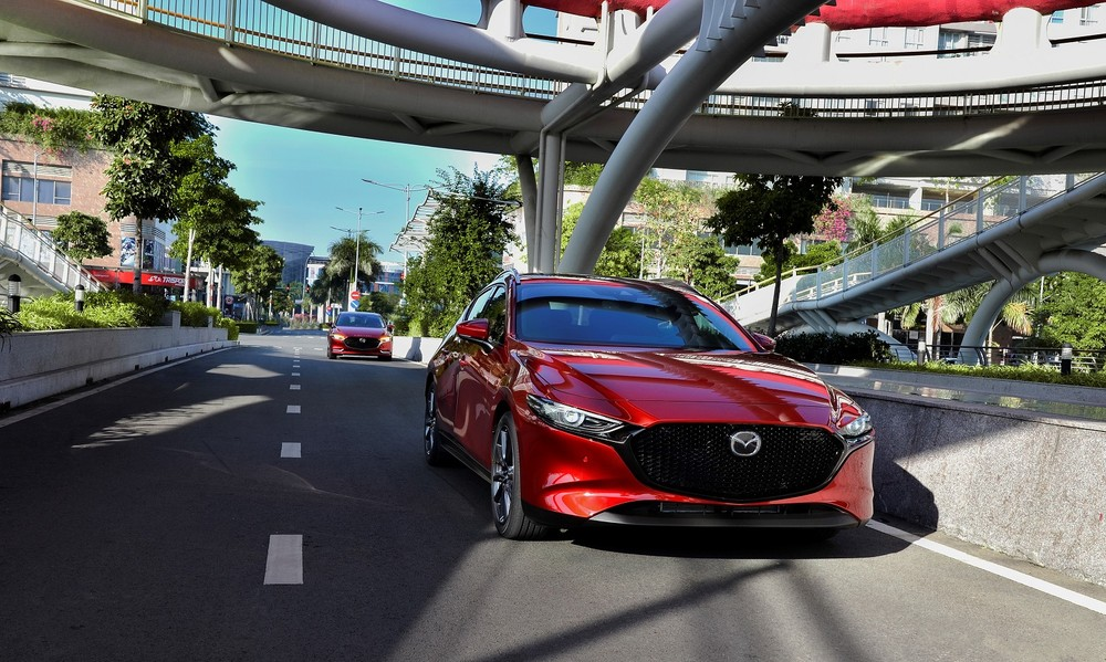 The price of 919/939 million VND of Mazda3 Premium is considered by users to be difficult to access