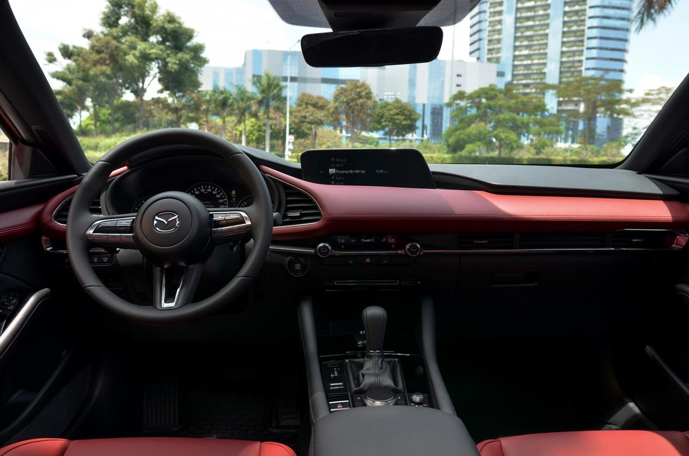 Compared to the previous generation, the interior of the Mazda3 2020 Premium is significantly upgraded