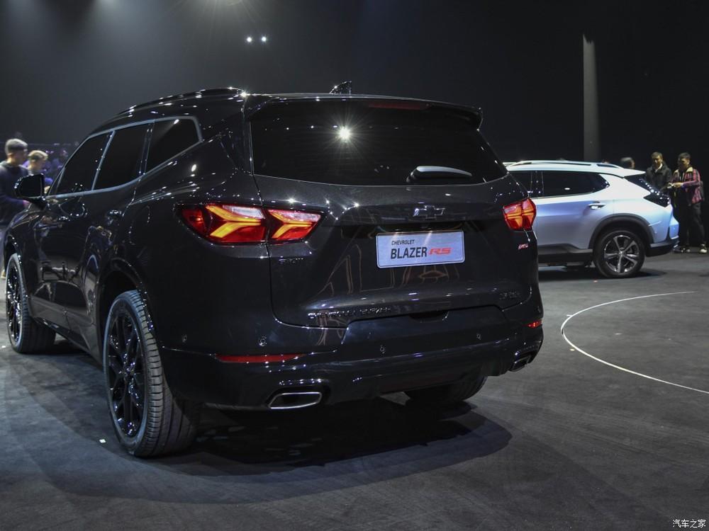 Thiết kế đuôi xe của Chevrolet Blazer 2020 khá đơn điệu