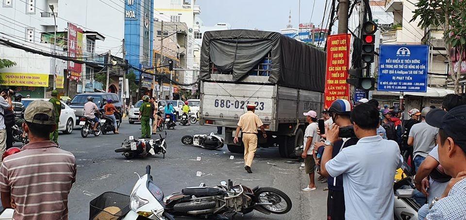 Hiện trường vụ tai nạn tại ngã tư