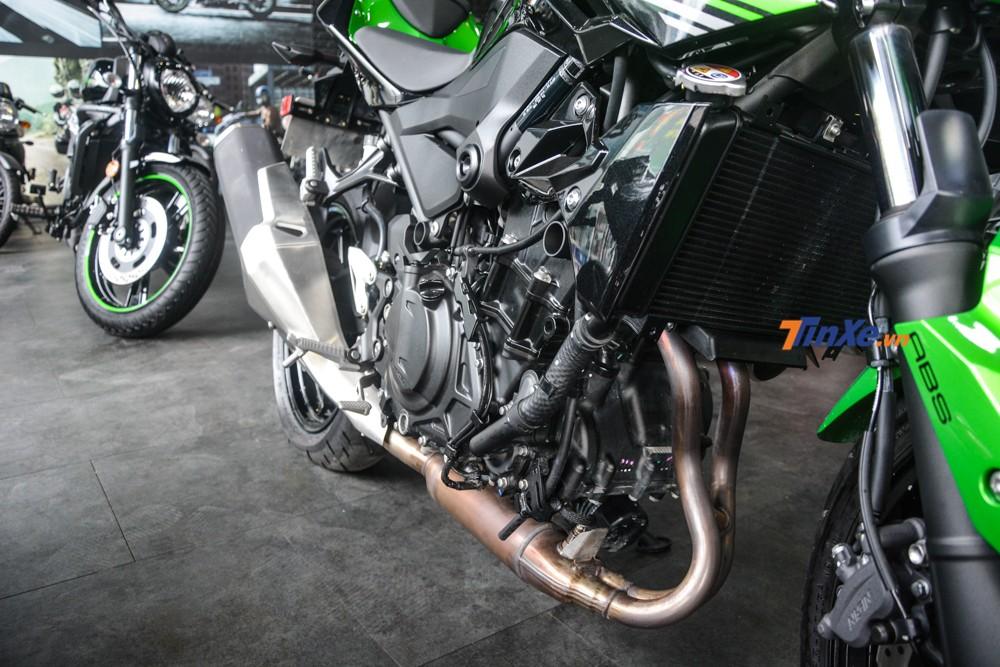 Kawasaki Z400 bán ra Việt Nam không có sẵn trang bị mỏ cày