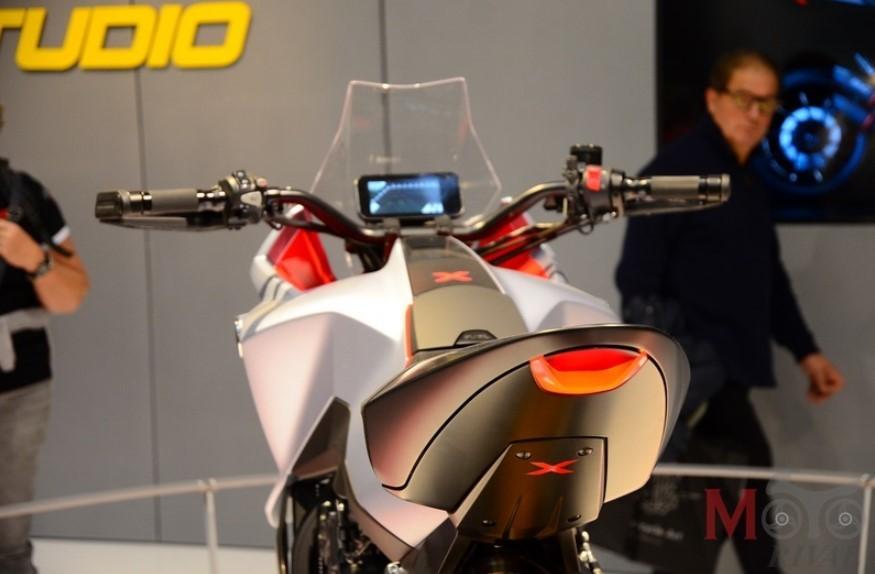 Thiết kế đuôi và yên xe Honda CB4X Concept