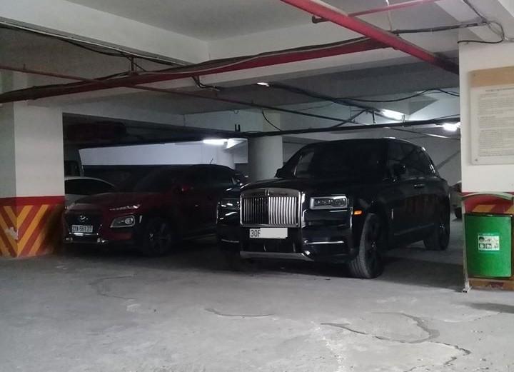 Chiếc SUV siêu sang Rolls-Royce Cullinan này nhập khẩu không chính hãng