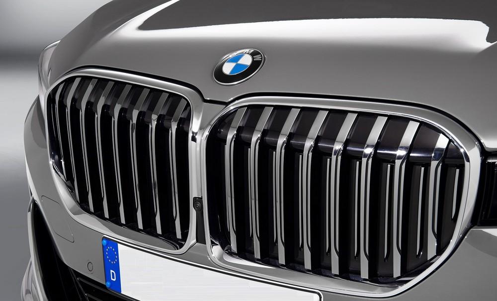 Các thanh lưới tản nhiệt chủ động của BMW 7-Series 2020 được sơn màu nhôm satin