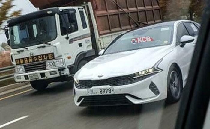 Kia Optima 2020 tiếp tục bị bắt gặp trên đường phố trong tình trạng không hề ngụy trang