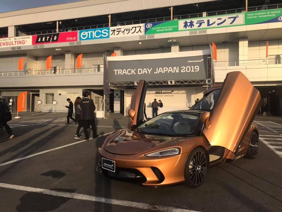 Một chiếc McLaren GT khác với màu sơn tuỳ chọn