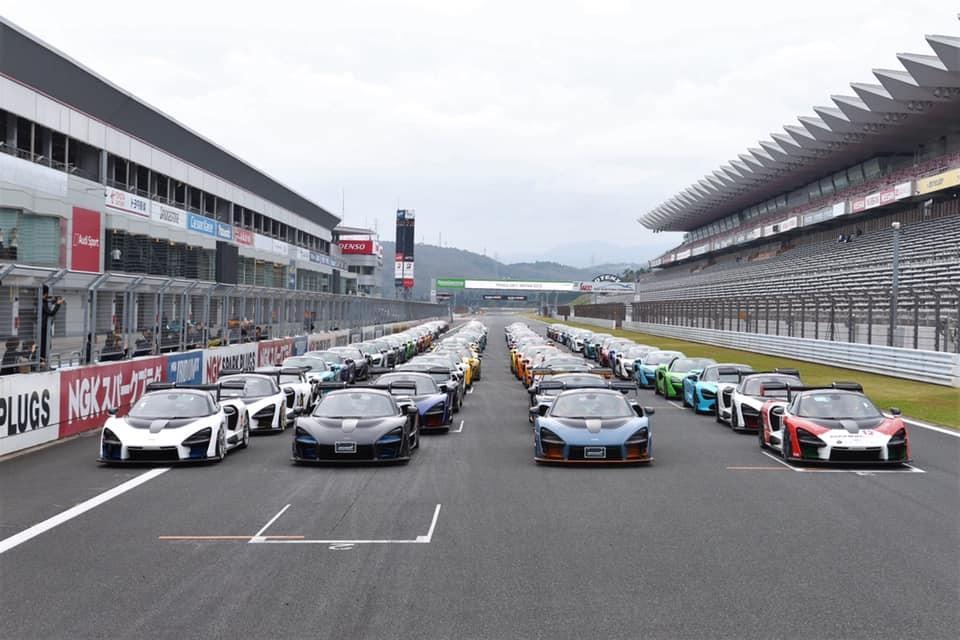 Có 107 chiếc siêu xe McLaren xuất hiện và xếp thành 4 hàng