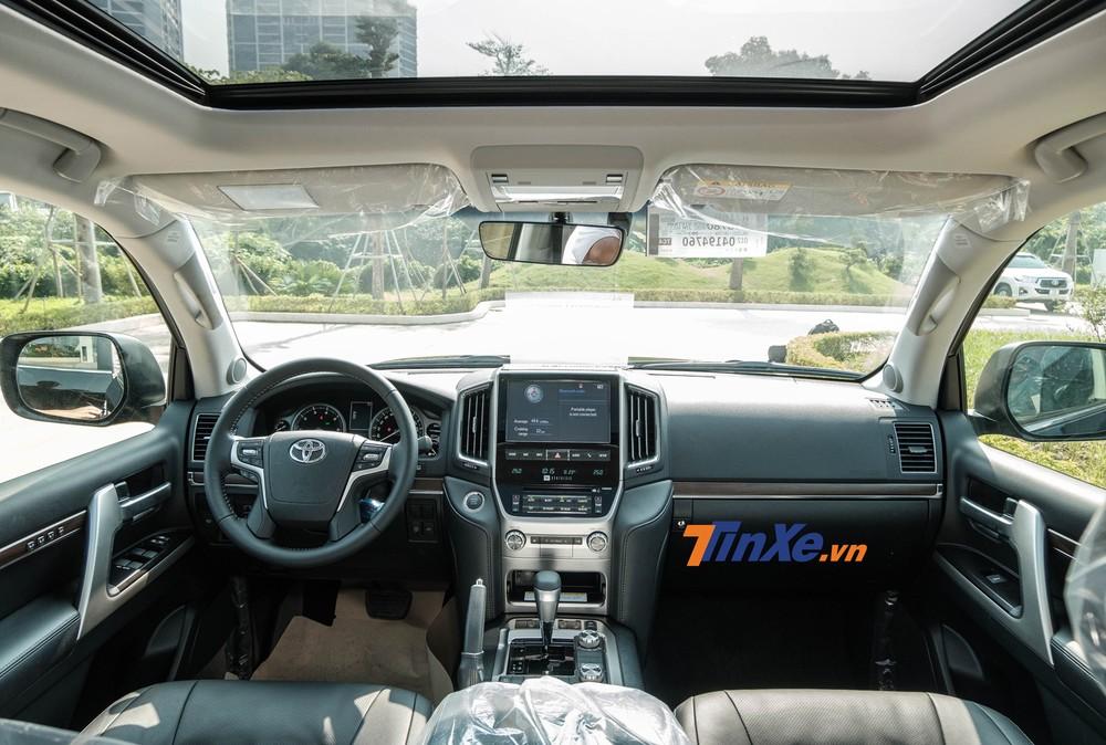 Xe được bổ sung cửa sổ trời cỡ lớn