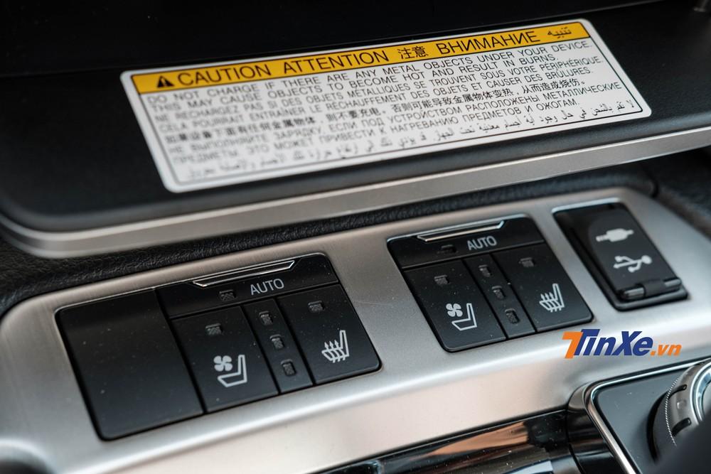 Bên dưới là cổng sạc USB cùng các nút điều chỉnh sưởi, thông gió cho hàng ghế trước