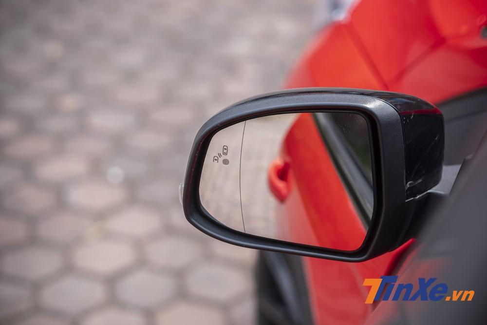 Hệ thống cảm biến điểm mù được tích hợp thêm trong hành loạt công nghệ an toàn chủ động của xe.