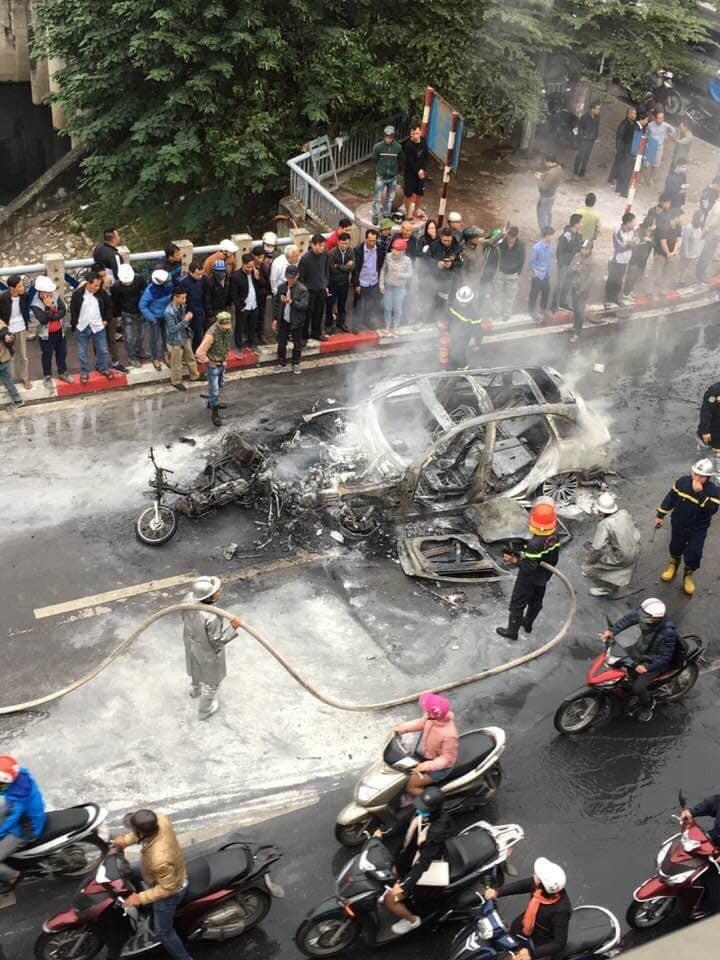 Lực lượng cứu hỏa có mặt tại hiện trường vụ tai nạn