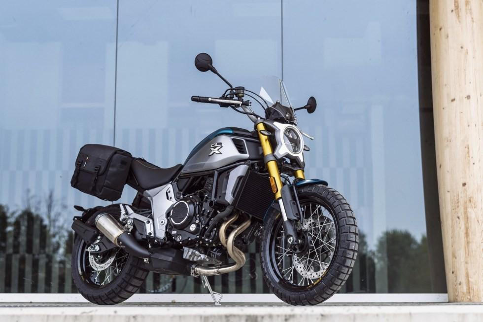 CF Moto 700CL-X phiên bản Adventure khá giống với Ducati Scrambler Desert Sled
