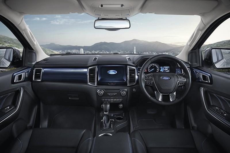 Khoang lái Ford Everest Sport 2020