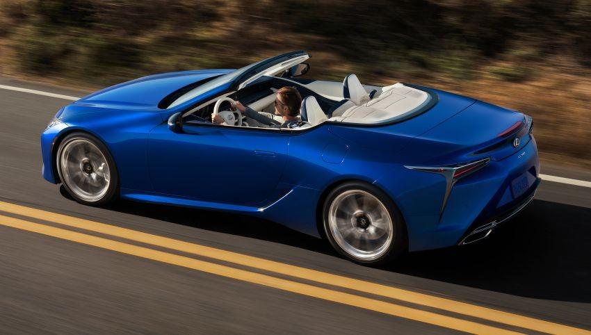 Đuôi xe có thiết kế vuốt tạo hình cánh gió