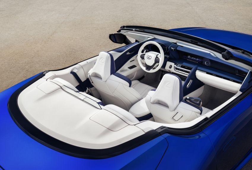 Khoang lái Lexus LC 500 Convertible