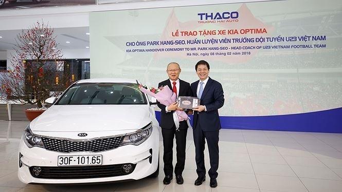 Mẫu xe đầu tiên được tặng cho ông Park Hang-seo tại Việt Nam là một chiếc Kia Optima thuộc bản 2.0 AT