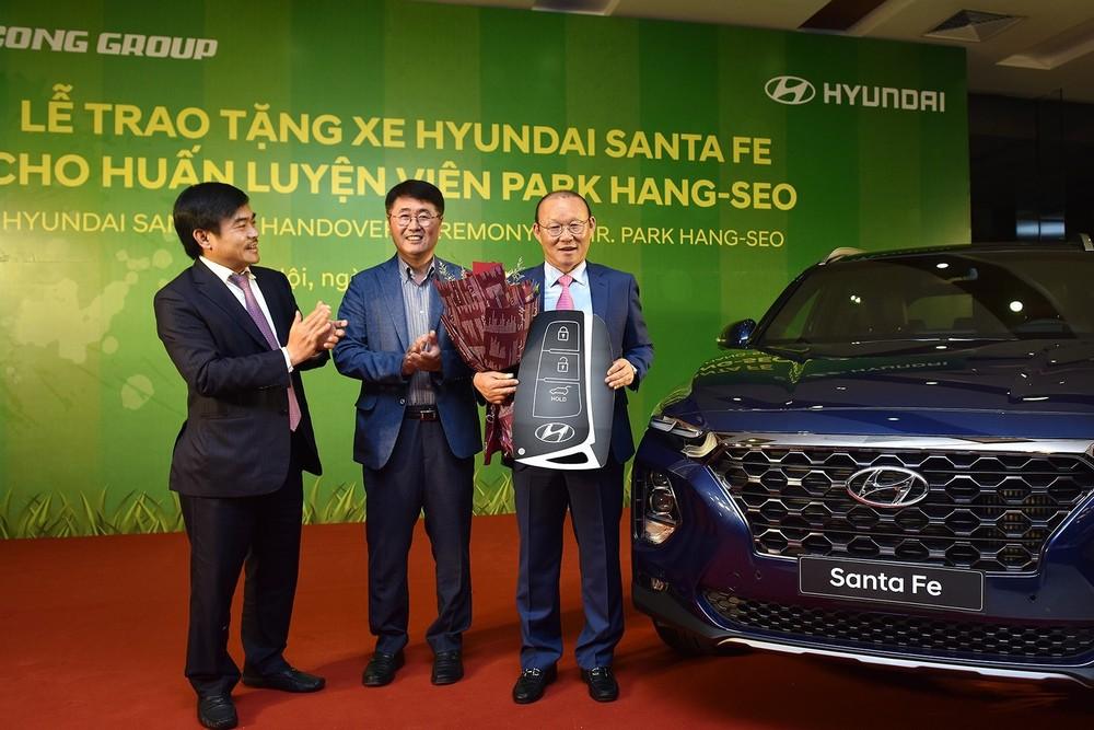 Hyundai Santa Fe là chiếc xe thứ 2 ông Park được tặng ở Việt Nam