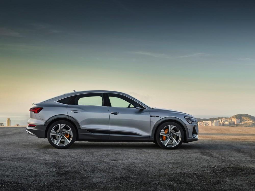 e-tron Sportback có một thiết kế bảnh bao hơn và hiệu suất cũng cao hơn