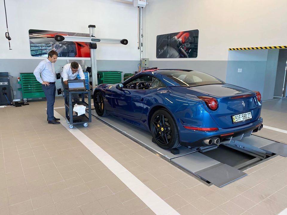 Siêu xe mui trần Ferrari California T