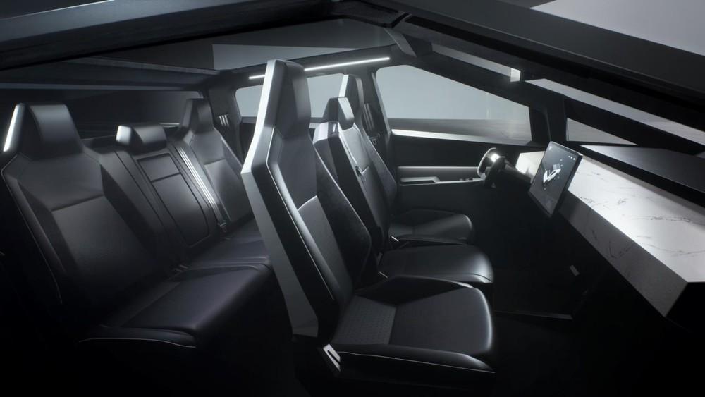 Không gian nội thất của xe trông rất đơn giản với 6 ghế ngồi
