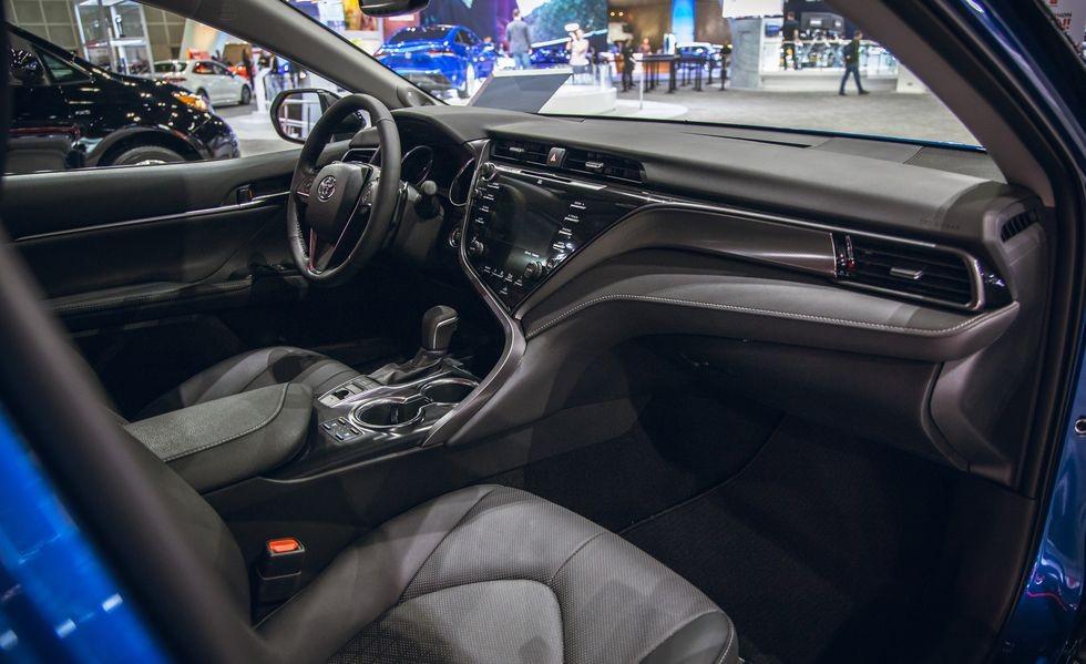 Nội thất bên trong Toyota Camry AWD 2020