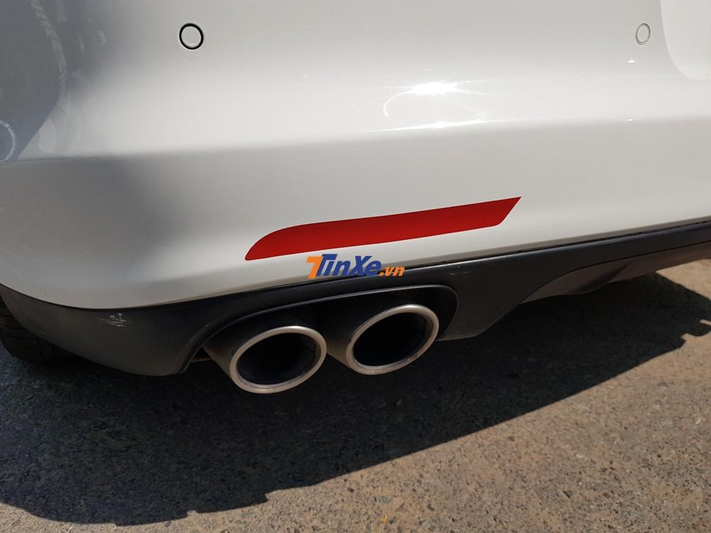 Porsche Panamera 4S đời cũ thuộc sở hữu gia đình Bảo Thy sở hữu động cơ V6, dung tích 3.0 lít, tăng áp kép, sản sinh ra công suất tối đa 420 mã lực.