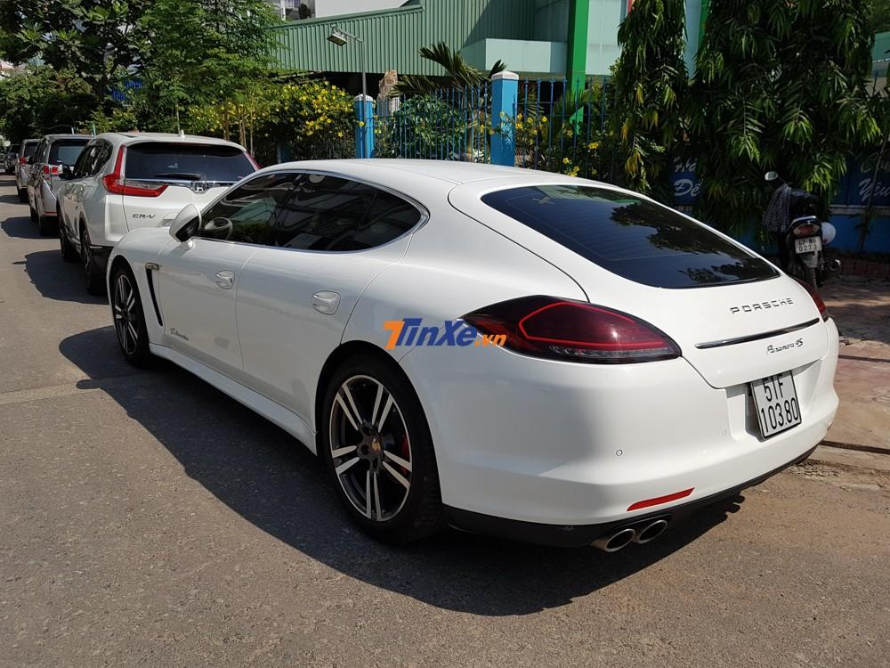Một trong số đó chính là mẫu sedan Coupe 4 cửa Porsche Panamera đời cũ.