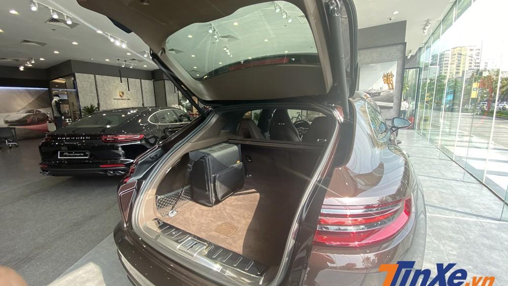 Khoang hành lý của Porsche Panamera 4 Sport Turismo có thể tích lên tới 520 lít.