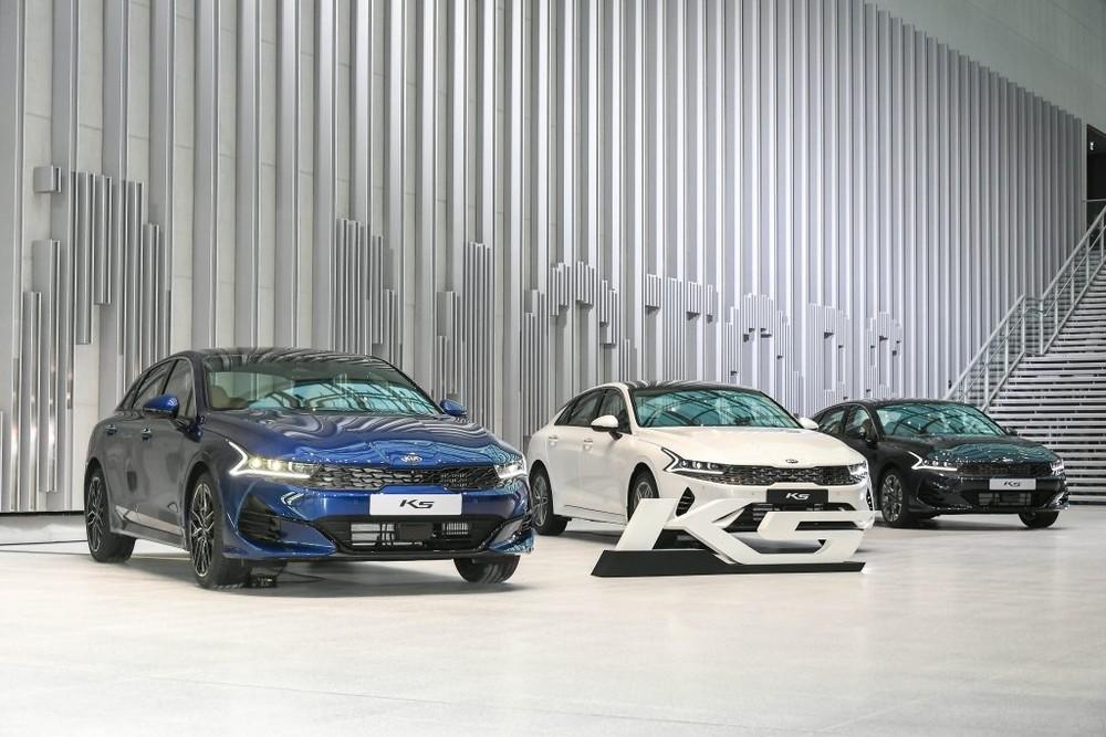 Kia Optima 2020 màu xanh, trắng và đen