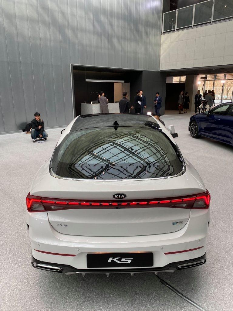 Kia Optima Hybrid 2020 sẽ đi kèm cả pin năng lượng mặt trời trên nóc