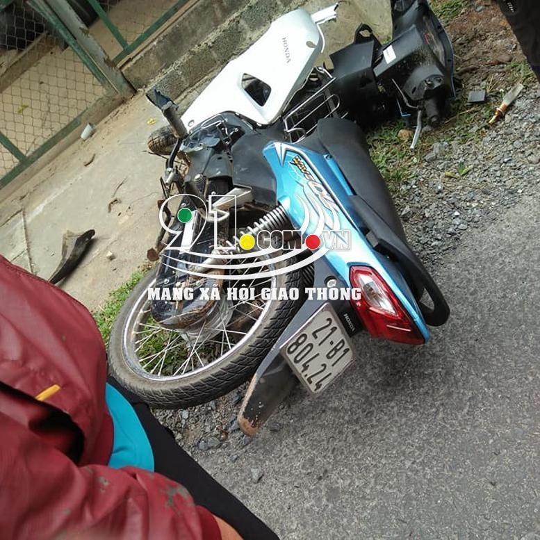 Chiếc xe máy bị hư hỏng nặng sau vụ tai nạn