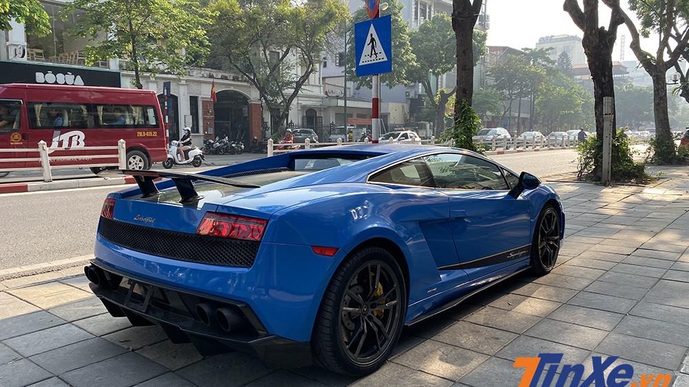 Lamborghini Gallardo Superleggera LP570-4 đã được chủ nhân độ lên ống xả Akapovic.
