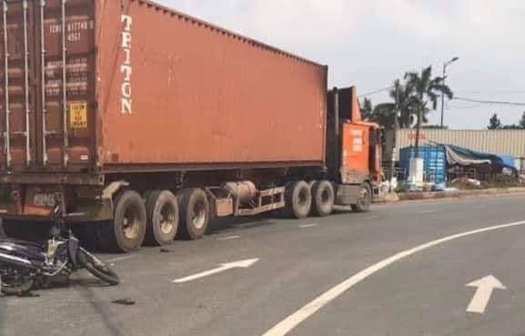 Hiện trường vụ tai nạn thương tâm khiến 1 người chết tại TP. HCM (Ảnh:Facebook)